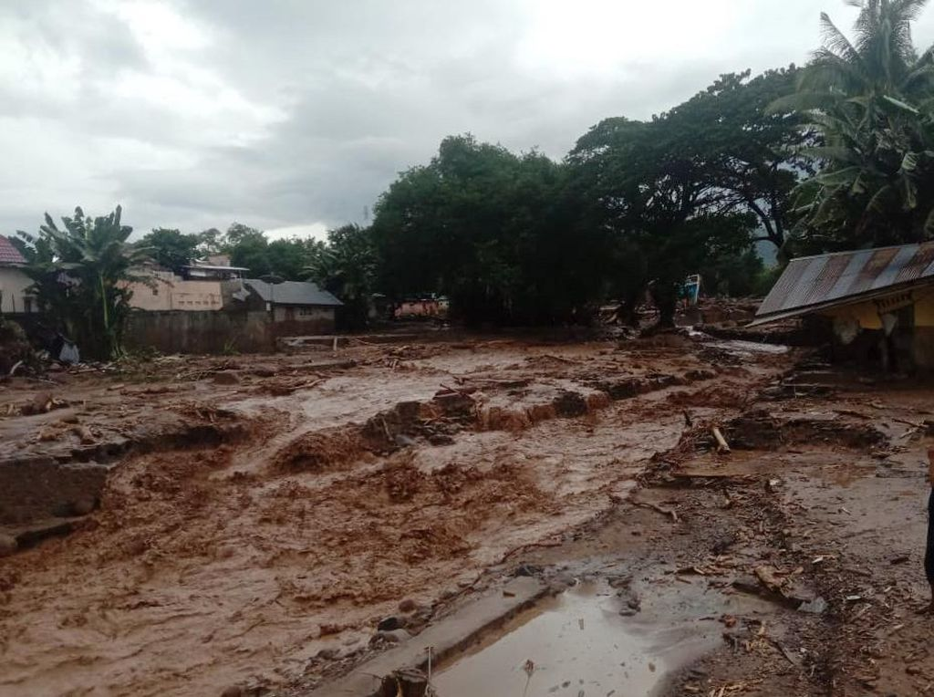 Musibah Bertubi di NTT: Banjir, Kapal Tenggelam, Pohon Tumbang, Lahar Dingin