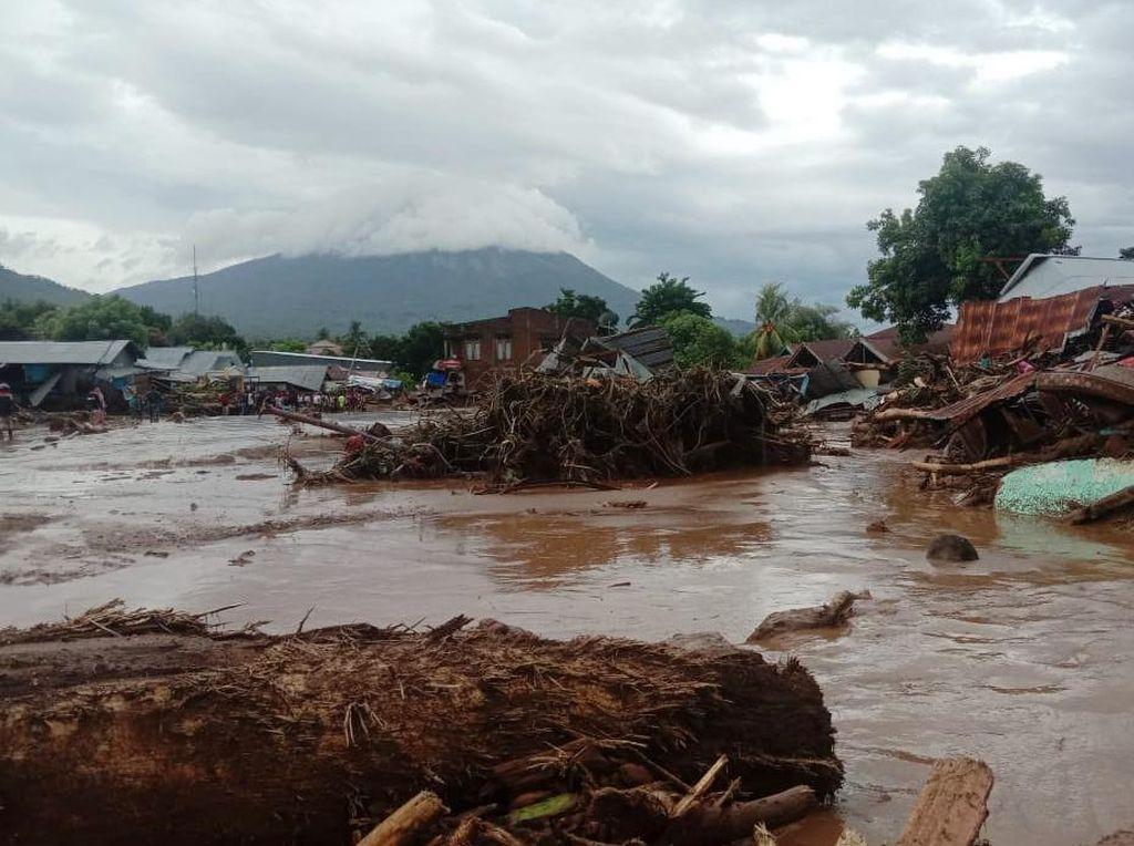 Banjir Bandang Terjang NTT, Listrik hingga BBM Terdampak