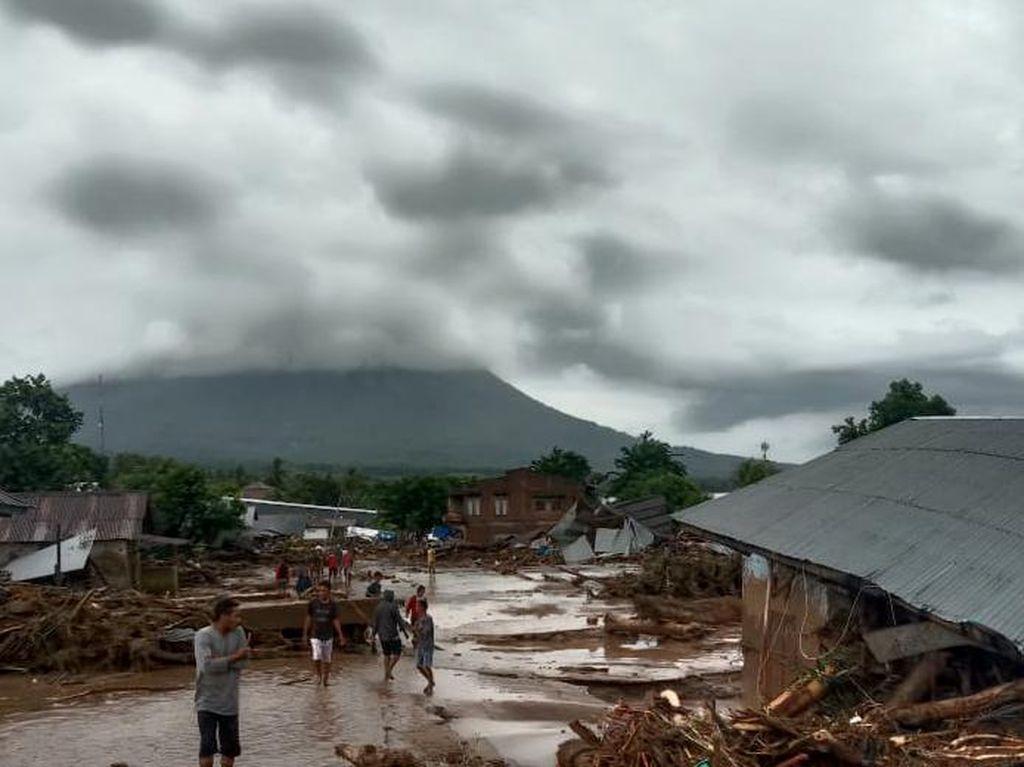 4.885 Gardu Listrik di Lokasi Banjir Bandang NTT Sudah Nyala