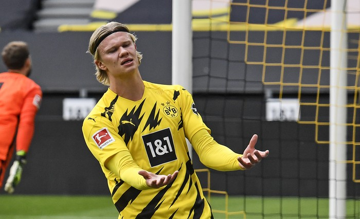 Dortmunds Erling Haaland reacts after missing a chance during the German Bundesliga soccer match between Borussia Dortmund and Eintracht Frankfurt in Dortmund, Germany, Saturday, April 3, 2021. (AP Photo/Martin Meissner, Pool)