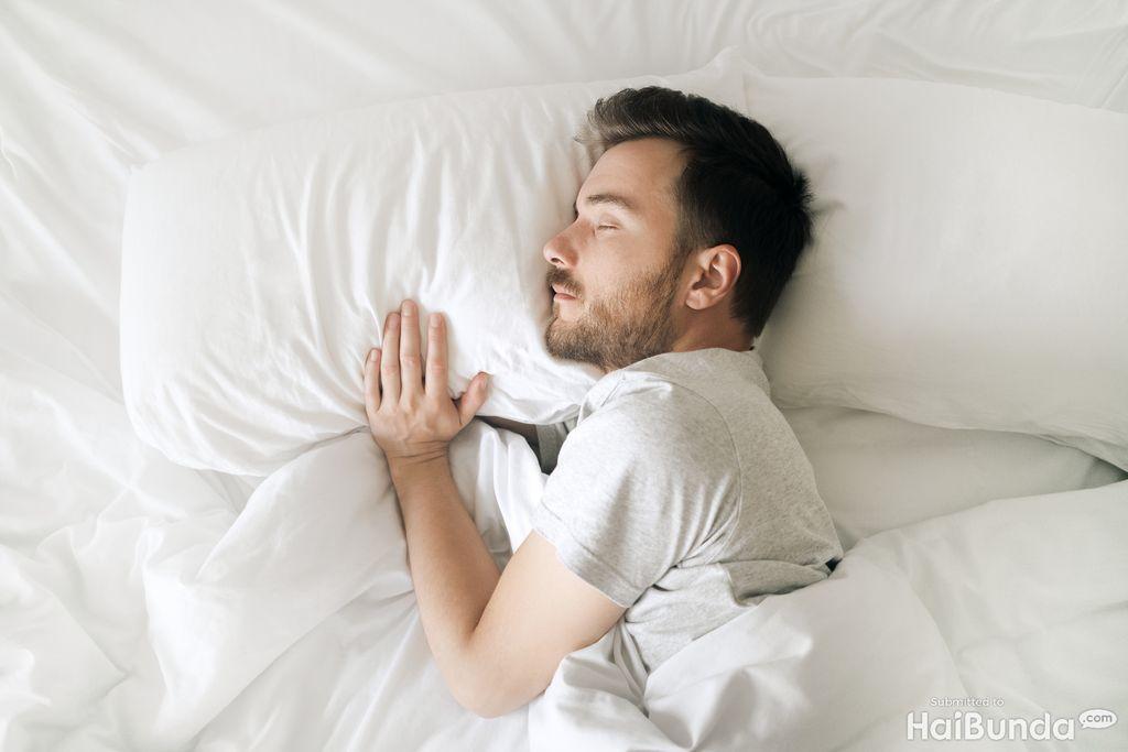 pria tidur