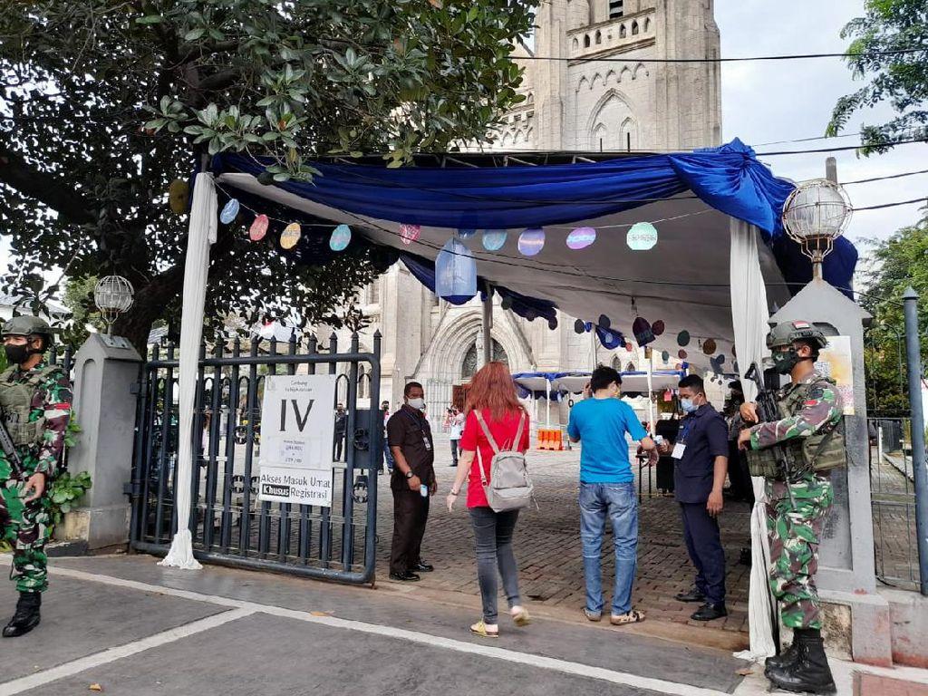 Cerita Jemaat Misa Paskah di Katedral Jakarta: Prokes Ketat dan Dijaga Aparat