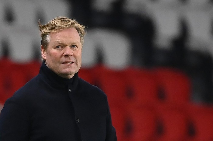 Barcelonas Dutch coach Ronald Koeman attends the UEFA Champions League round of 16 second leg football match between Paris Saint-Germain (PSG) and FC Barcelona at the Parc des Princes stadium in Paris, on March 10, 2021. (Photo by FRANCK FIFE / AFP)
