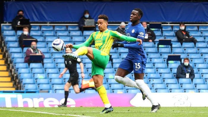 LONDON, ENGLAND - APRIL 03: Matheus Pereira of West Bromwich Albion scores their teams first goal under pressure from Kurt Zouma of Chelsea during the Premier League match between Chelsea and West Bromwich Albion at Stamford Bridge on April 03, 2021 in London, England. Sporting stadiums around the UK remain under strict restrictions due to the Coronavirus Pandemic as Government social distancing laws prohibit fans inside venues resulting in games being played behind closed doors. (Photo by Clive Rose/Getty Images)