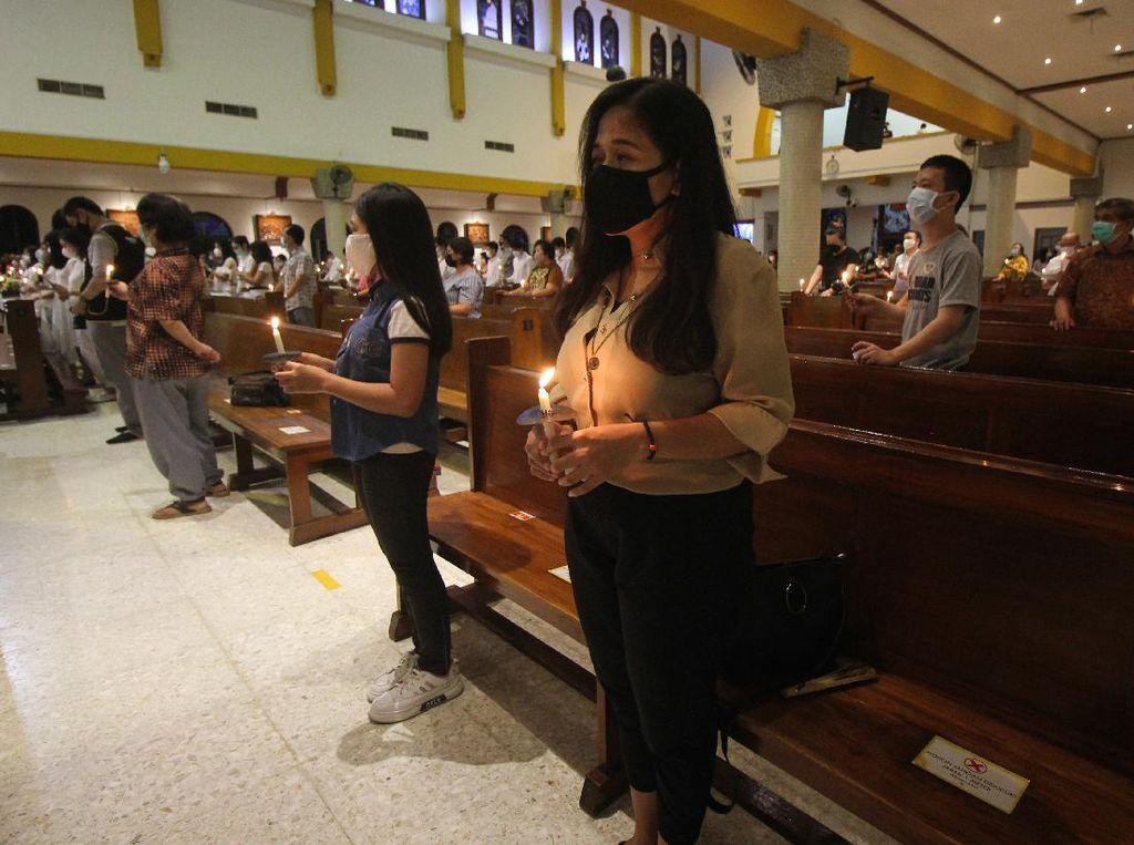 Misa Malam Paskah di Surabaya Terapkan Protokol Kesehatan