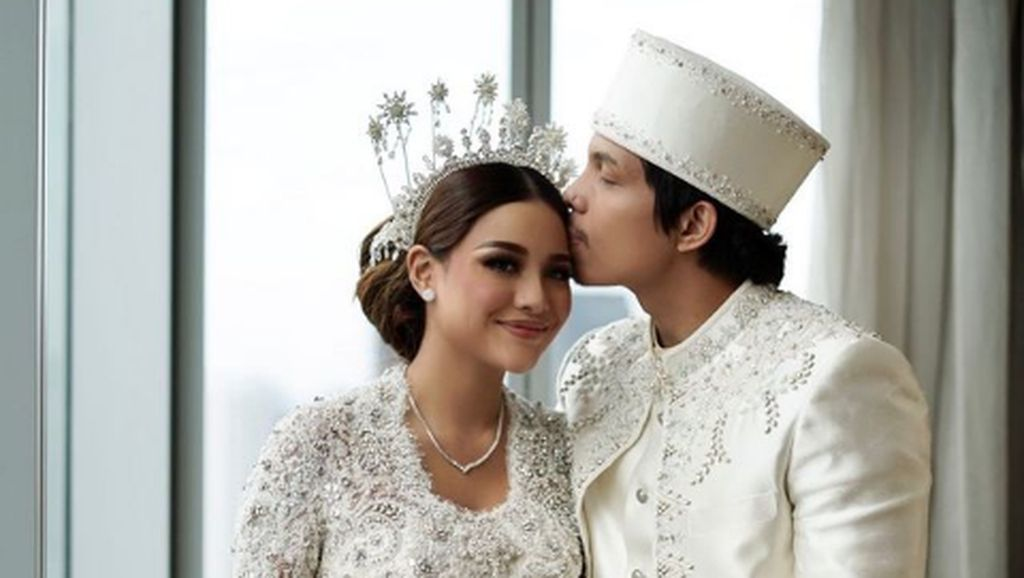 10 Gaya Aurel & Atta Halilintar Saat Menikah, Adat Jawa Hingga Padang