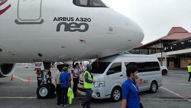 Shuttle bus Batik Air tabrak pesawat parkir di Bandara Soekarno-Hatta. (dok. Istimewa via Detikcom)