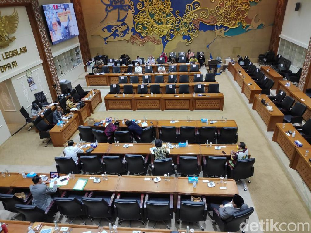 Melihat Sengitnya Anggota DPR Rapat RUU Larangan Minuman Beralkohol!