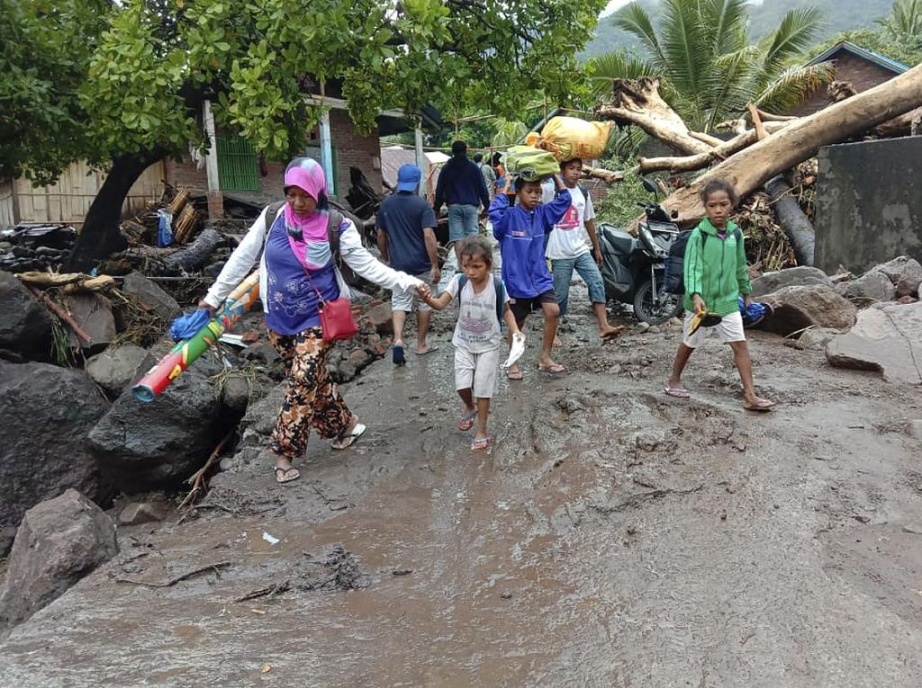 BNPB: 8.424 Warga Mengungsi Akibat Siklon Tropis Seroja di NTT