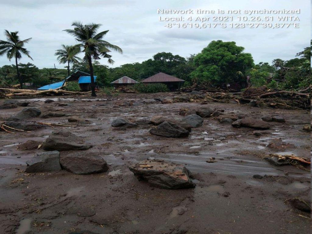 Duh, Banjir Bandang di NTT Bikin Telepon dan Internet Putus