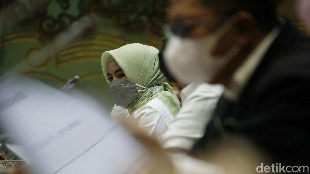 Dirut Pertamina Raker Bareng DPR Bahas Kebakaran Kilang Minyak
