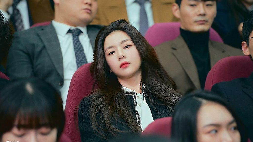 Potret Go Youn Jung, Aktris Muda Pencuri Perhatian di Law School
