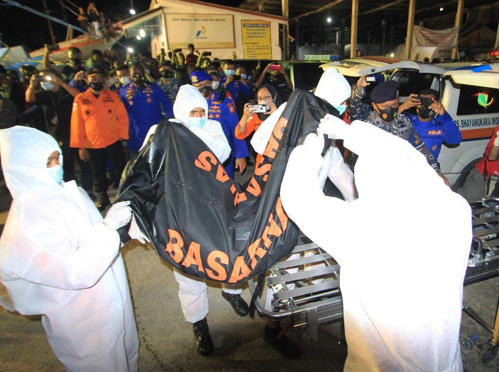 Detik-detik Penemuan 2 ABK Korban Kecelakaan Kapal di Indramayu