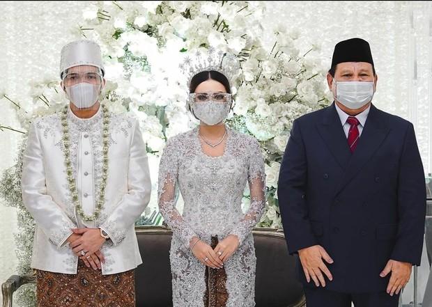 Foto bersama Pak Prabowo (sumber : instagram.com/attahalilintar)