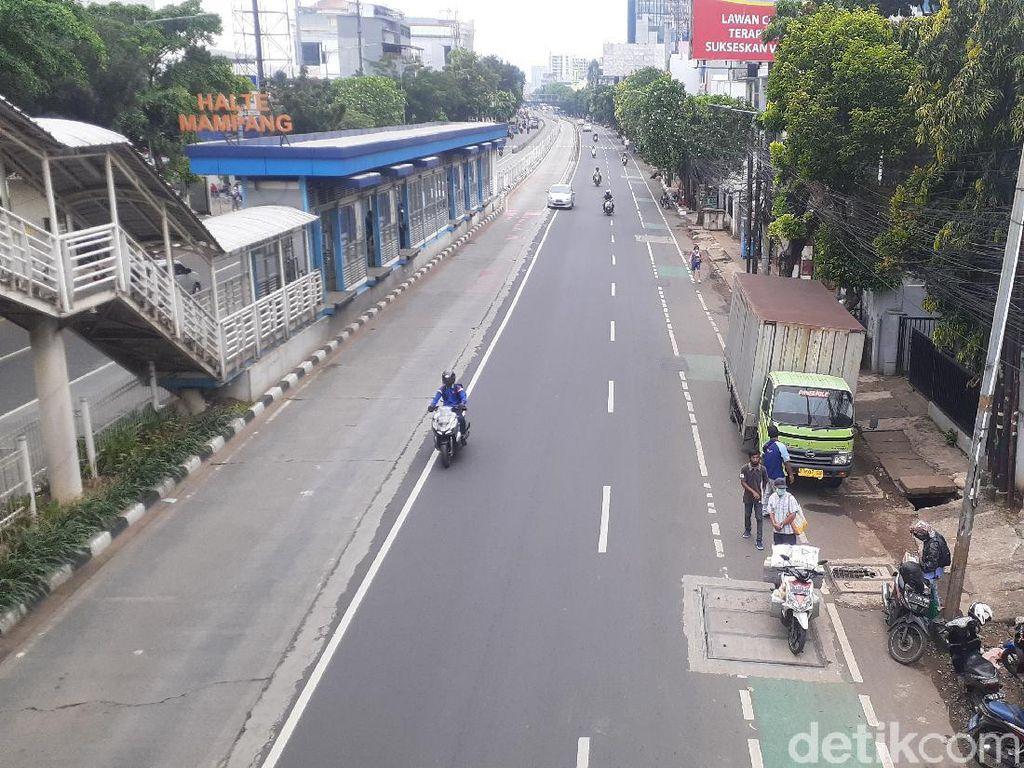 Galian-galian di Sepanjang Jl Mampang Prapatan Raya Jaksel Sudah Ditutup