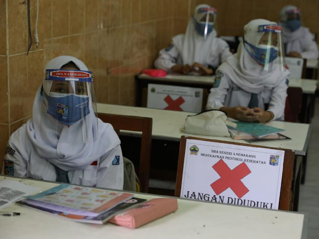 Ganjar Evaluasi Sekolah Tatap Muka di Jateng: Justru Gurunya Abai Prokes!