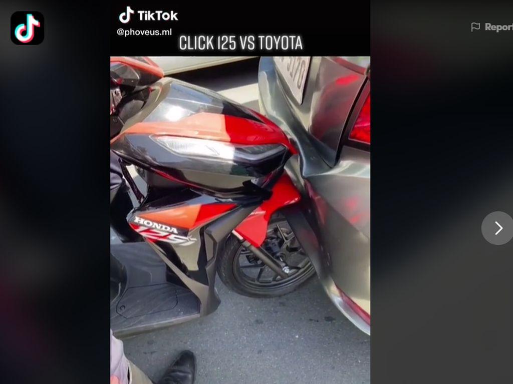 Honda Vario 125 Nabrak Mobil: Spakbornya Aman, Bemper Mobil Penyok