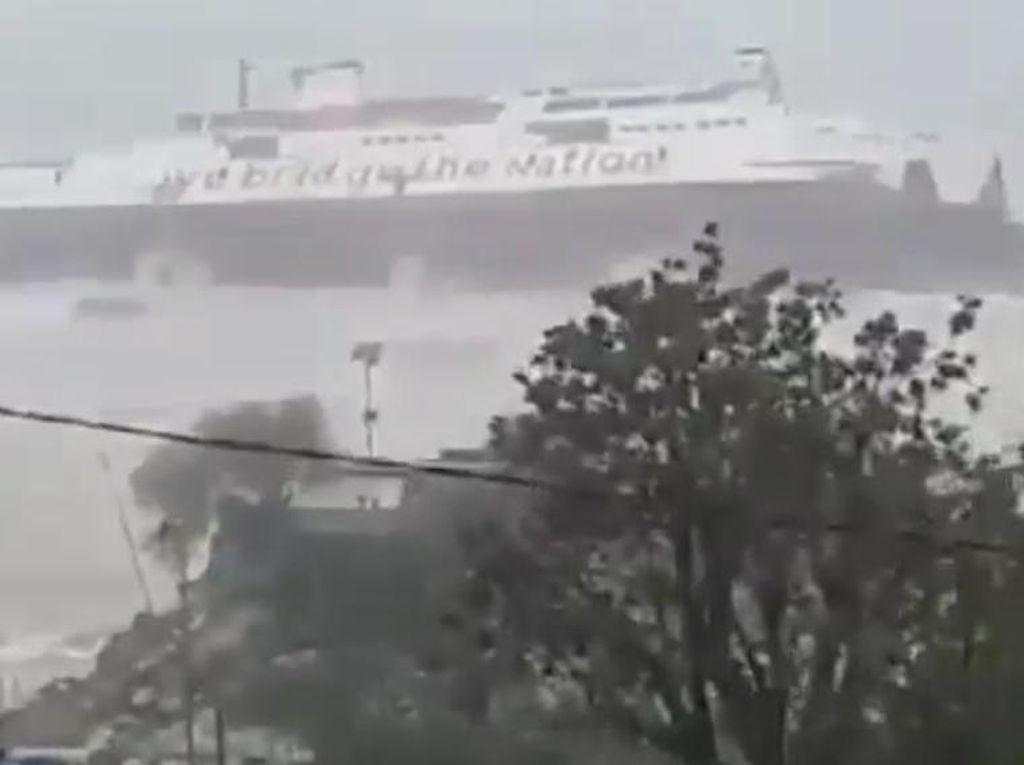Dua Kapal Milik ASDP yang Beroperasi di NTT Rusak Diterjang Gelombang Tinggi