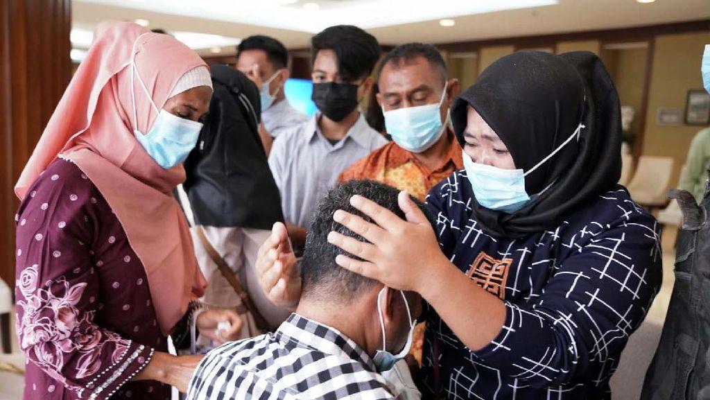 Momen Haru Korban Sandera Abu Sayyaf Berkumpul Bersama Keluarga