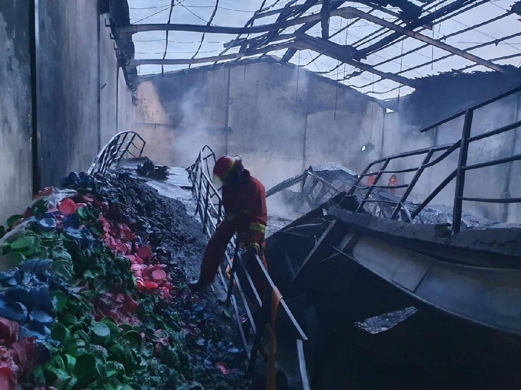 Lagi, Pabrik Plastik di Surabaya Ludes Terbakar