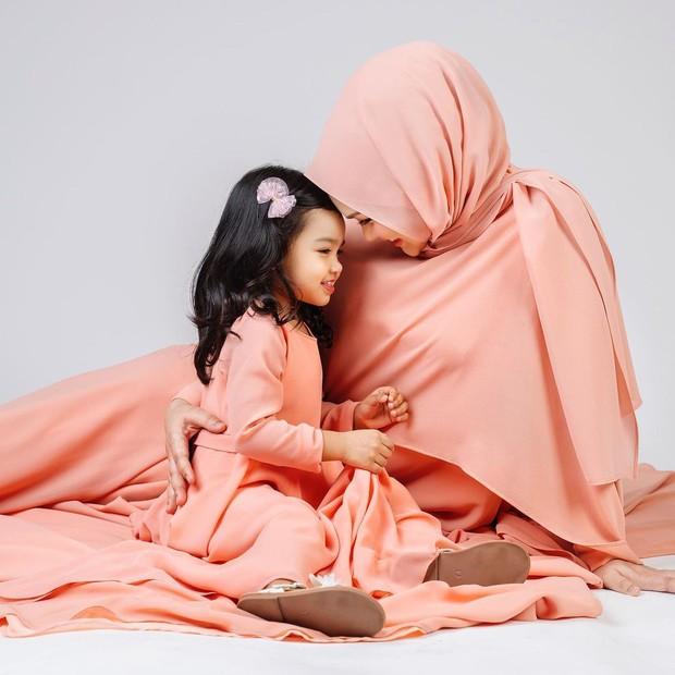 Foto maternity ala Siti Nurhaliza.