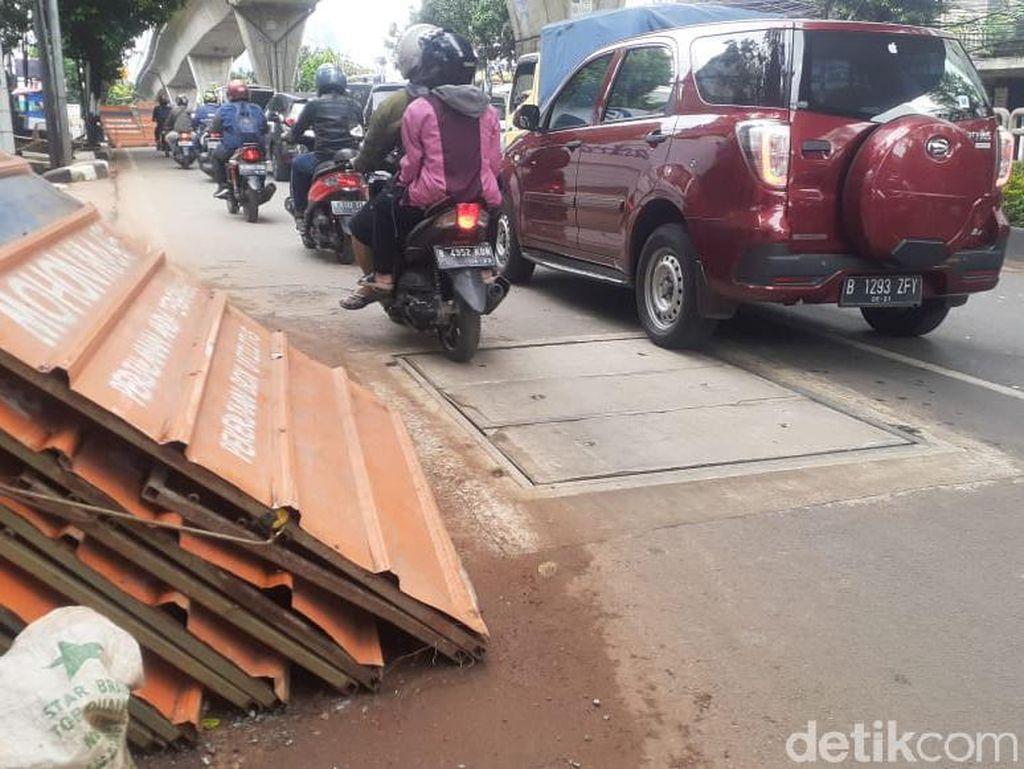 Sebagian Galian Manhole Jl Tendean Jaksel Rampung, Lalin Masih Tersendat
