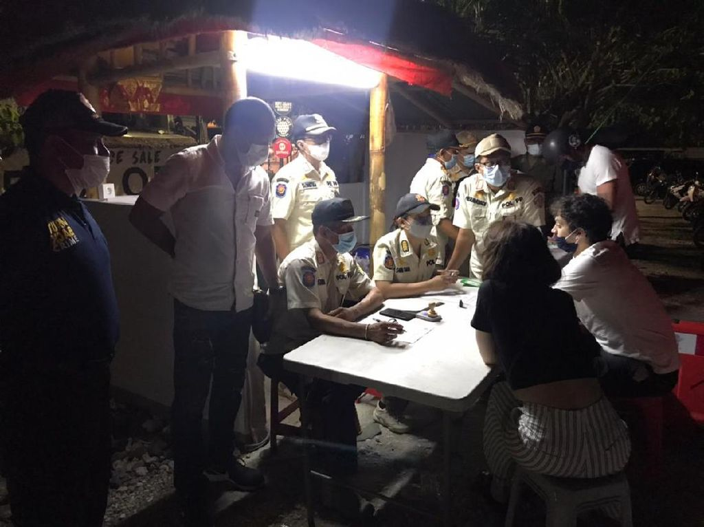 Tak Pakai Masker, 10 WNA di Bali Didenda Rp 1 Juta
