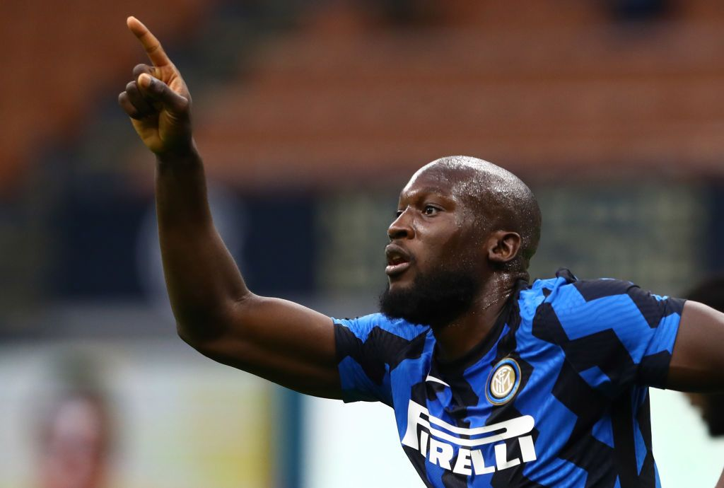 MILAN, ITALY - OCTOBER 17:  Romelu Lukaku of FC Internazionale celebrates his goal during the Serie A match between FC Internazionale and AC Milan at Stadio Giuseppe Meazza on October 17, 2020 in Milan, Italy.  (Photo by Marco Luzzani/Getty Images)