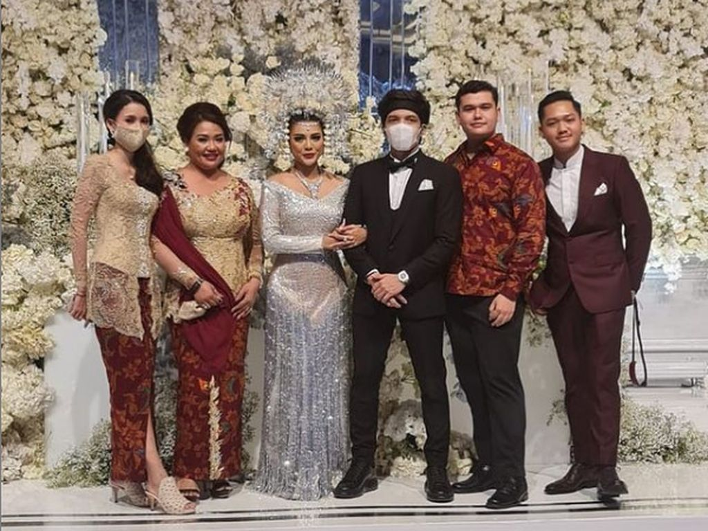 Gaya Nyeleneh Atta Halilintar saat Nikah, Sepatunya Curi Perhatian Netizen