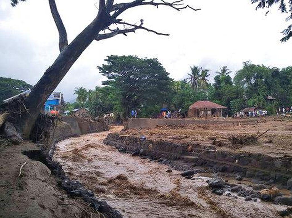 Ngerinya Dampak Siklon Seroja, Picu Gelombang Tinggi Mirip Tsunami