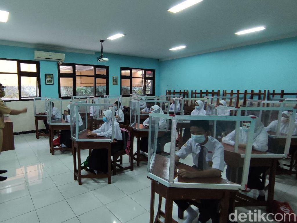 Sekolah Tatap Muka di Jateng, Guru Abai Prokes-Siswa Naik Ojol