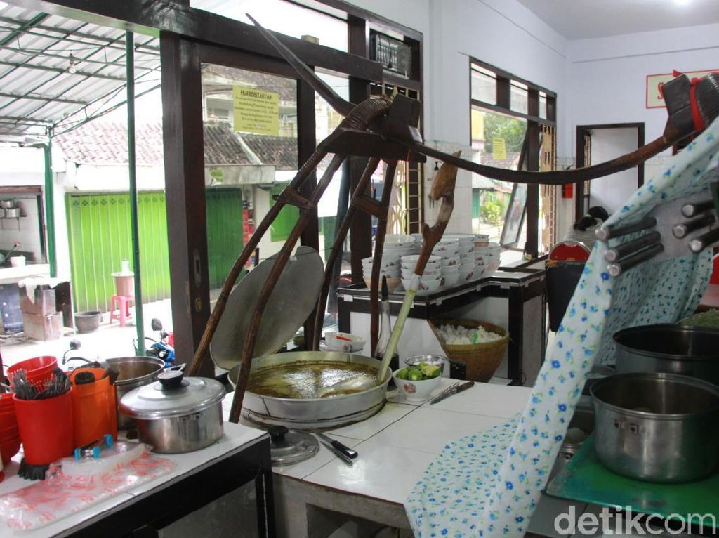 Dirintis H. Abdulrahman dengan Pikulan, Kini Soto Ayam Lombok Punya Banyak Cabang