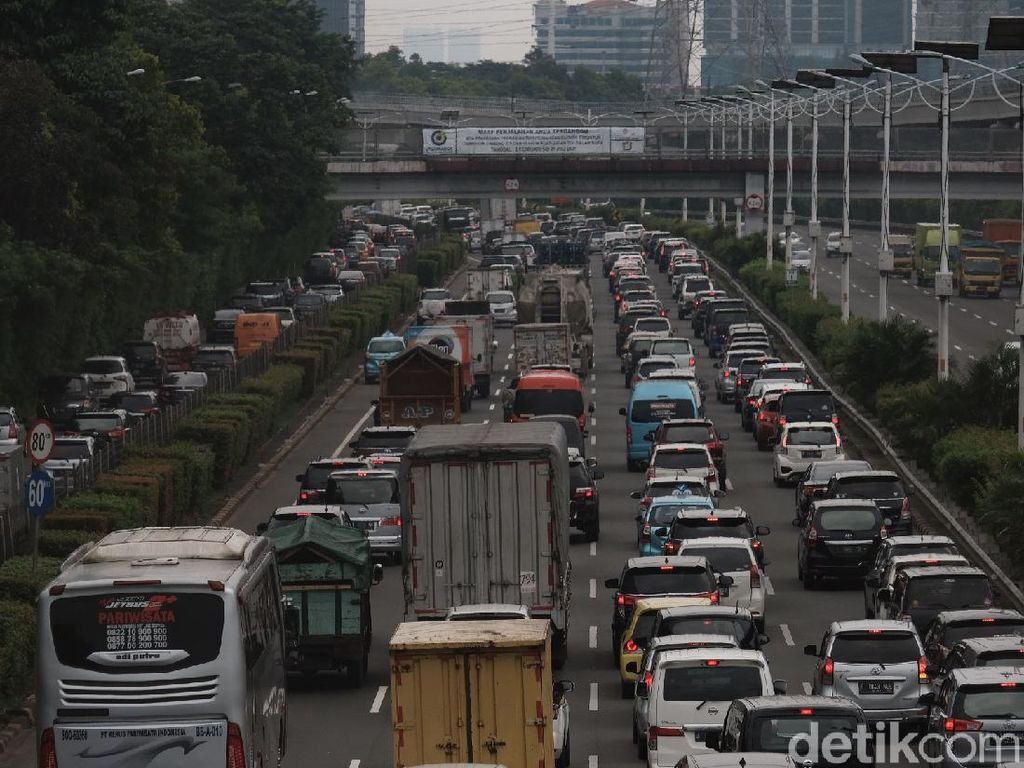 Jelang Buka, Lalin Kota Jakarta Macet