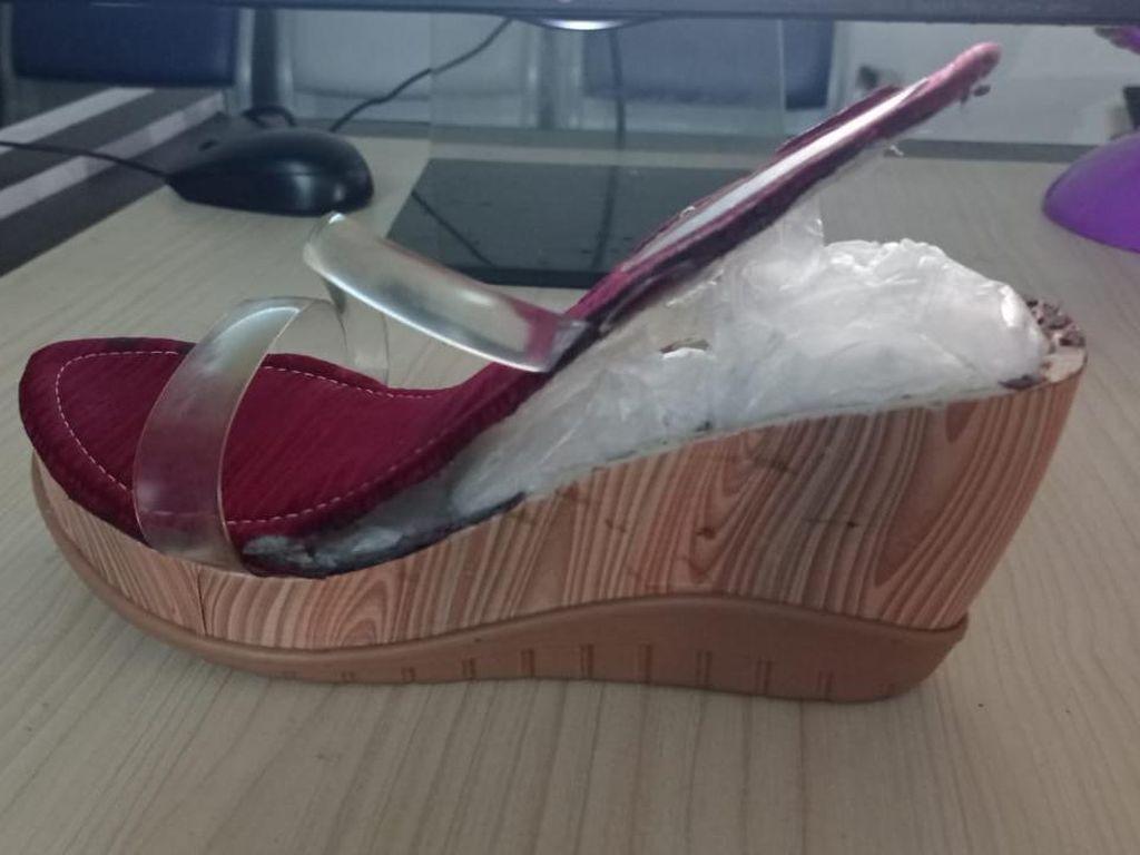 Simpan Sabu 1,3 Kg dalam Sepatu, 2 Wanita Ditangkap di Bandara Kualanamu