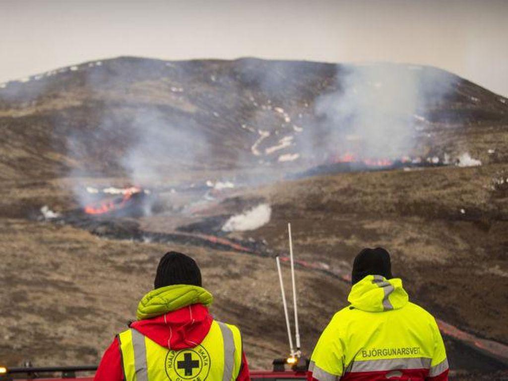 Gunung Berapi Islandia Keluarkan Lava Lagi, Malah Jadi Tontonan Pendaki