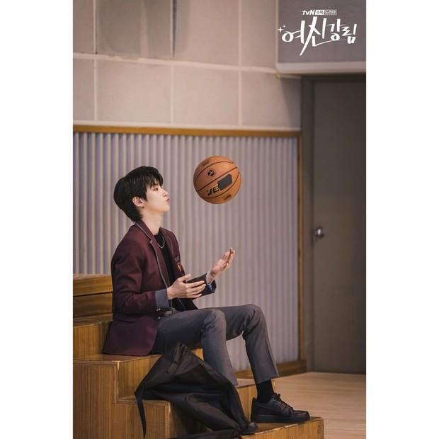 Potret Hwang In Yeop saat memerankan Han Seo Jun