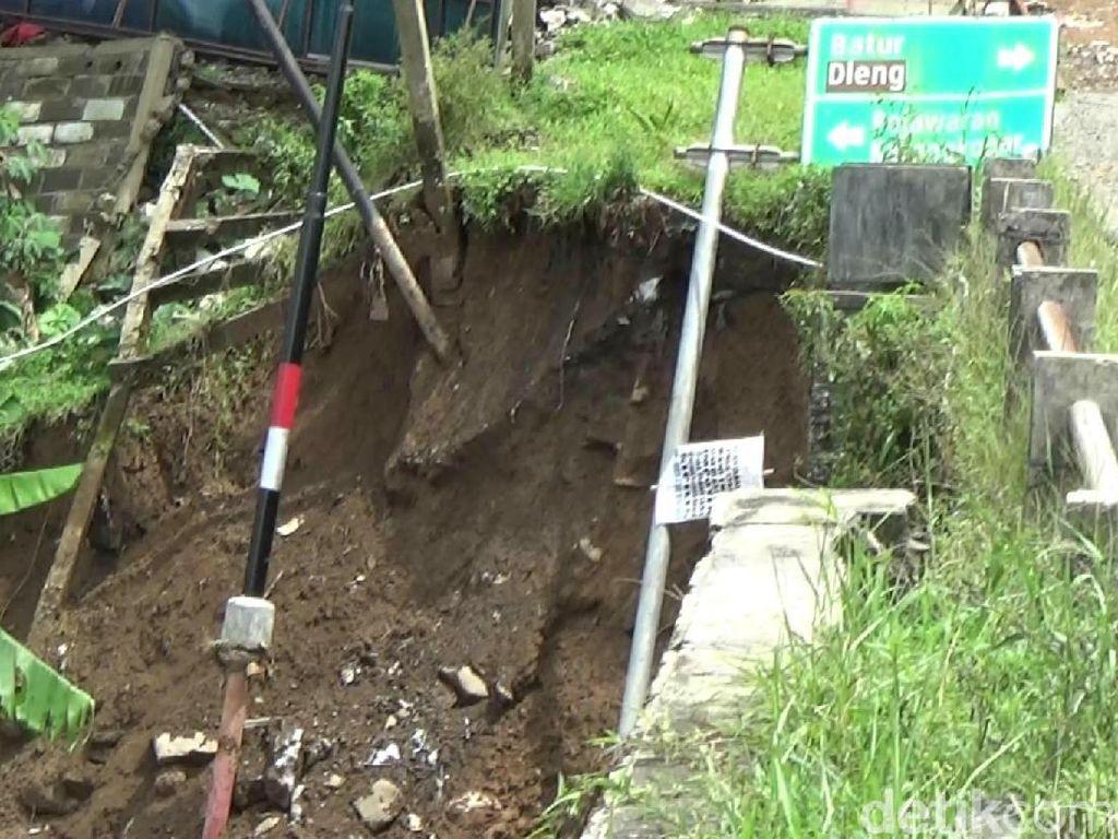 Tiang Jembatan Arah Dieng di Banjarnegara Ambrol, Mobil Tak Bisa Melintas
