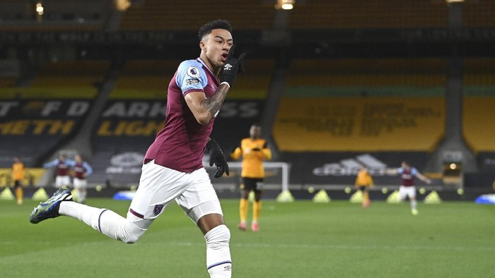 West Hams Jesse Lingard celebrates after scoring his sides opening goal during the English Premier League soccer match between Wolverhampton Wanderers and West Ham United at Molineux Stadium in Wolverhampton, England, Monday, Apr. 5, 2021. (Laurence Griffiths/ Pool via AP)