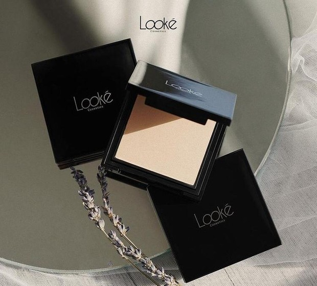 Looke Cosmetics Holy Perfecting Pressed Powder/source:instagram.com/lookecosmetics