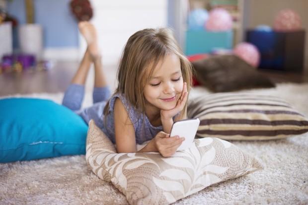 Tumbuh besar di era digital membuat anak-anak cepat atau lambat menjadi pengguna media sosial.