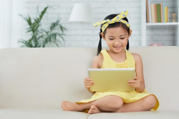 Sangat penting untuk memberikan media sosial di saat yang tepat. Saat yang tepat ini sangat relatif bagi setiap anak.