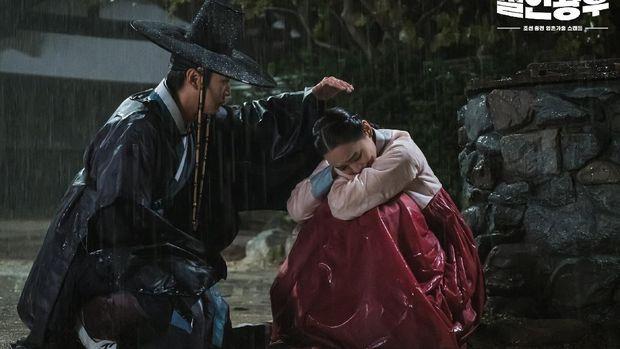 Na In-woo berperan sebagai Kim Byeong-in dalam drama Mr. Queen.