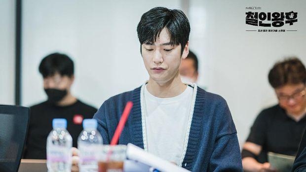 Na In-woo mendalami karakter Kim Byeong-in dalam Mr. Queen.