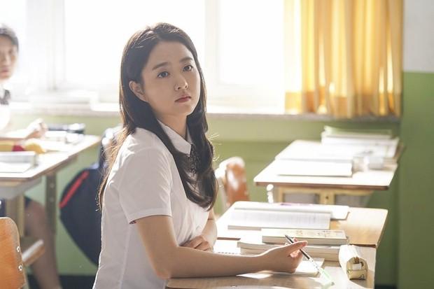 Potret Park Bo Young saat memerankan Hwan Seung Hee