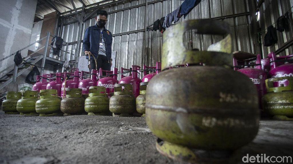 Polisi Bongkar Ribuan Tabung Gas Oplosan di Jakbar