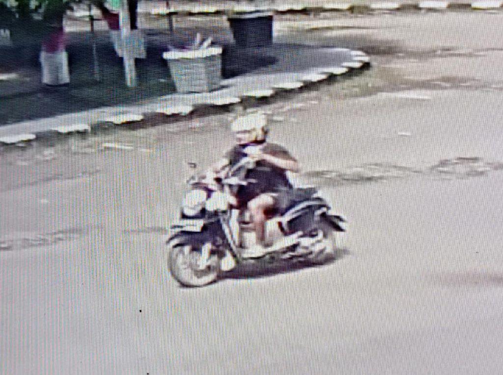 Pria Jatuhkan Kotak Mencurigakan di Kantor Bupati Pinrang, Diburu Polisi