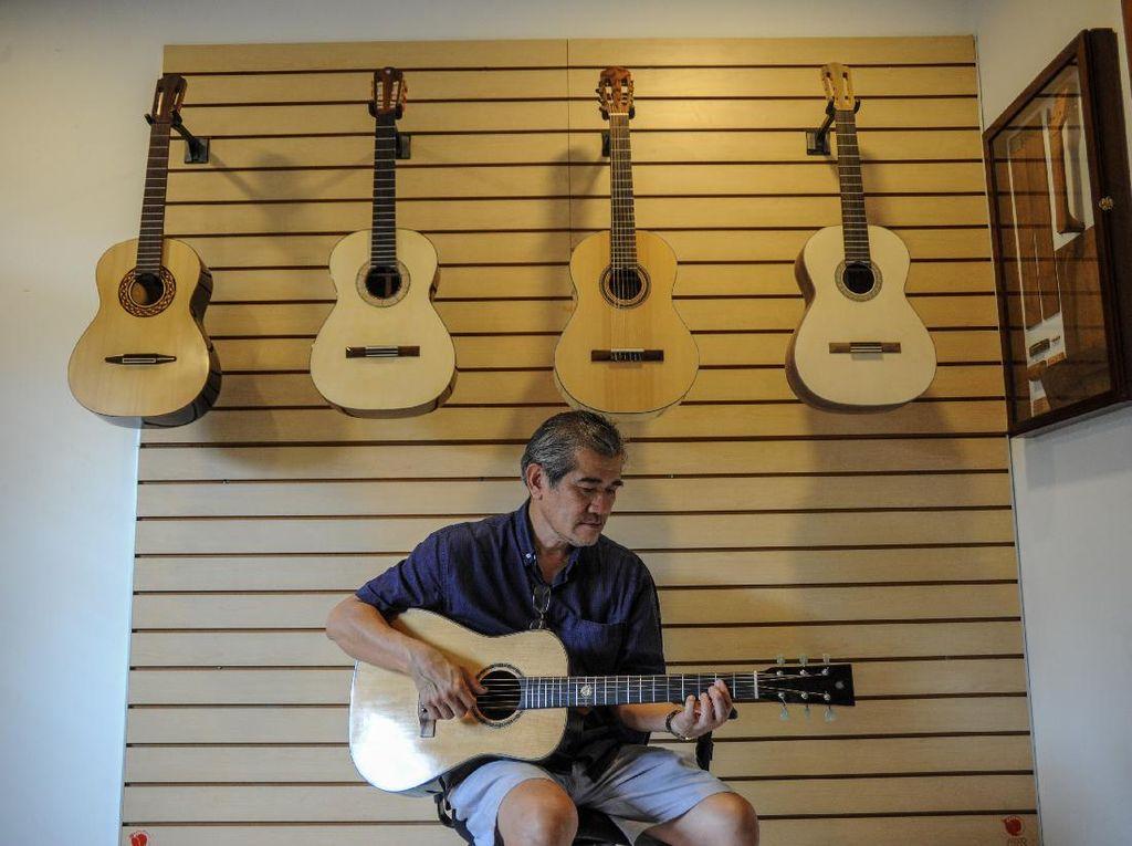 Gitar Akustik Cap Bandung Ini Tembus Pasar AS hingga Jerman