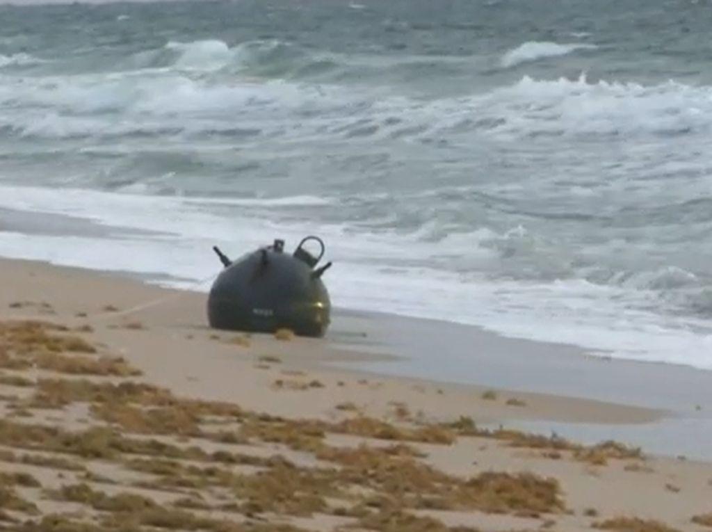 Waduh! Benda Mirip Bom Ditemukan di Pantai Populer Amerika