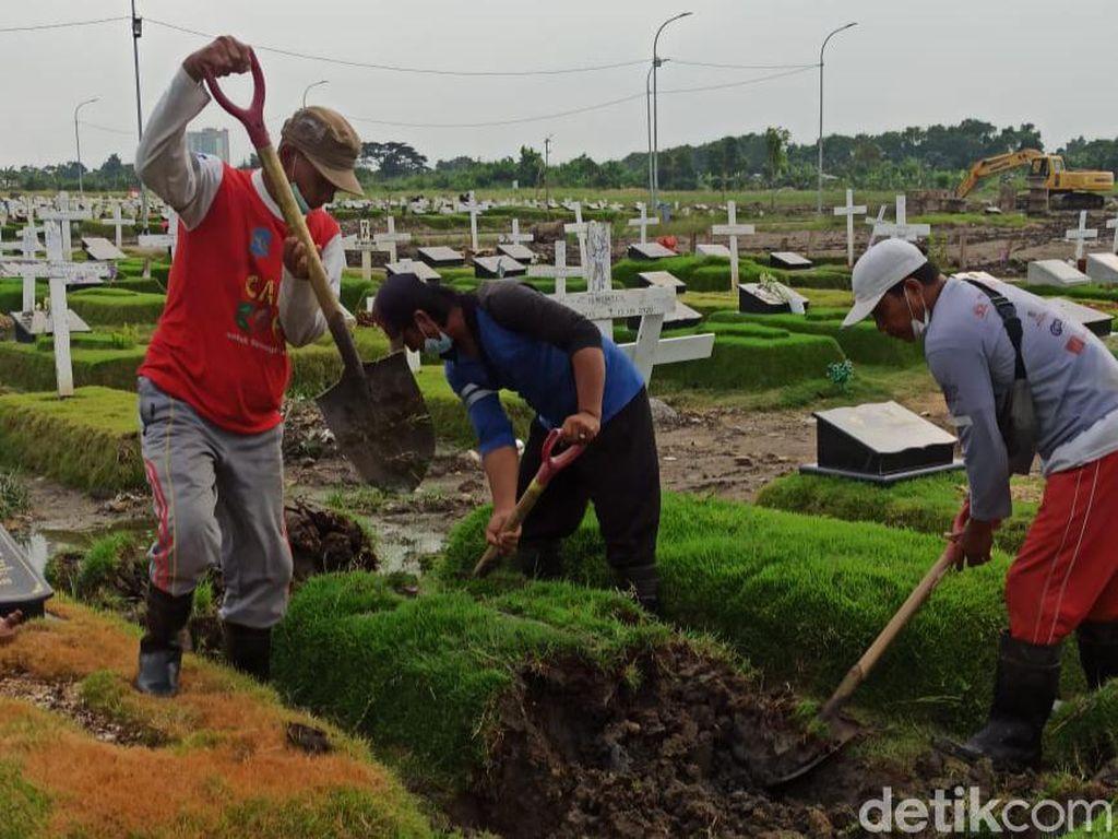 Jenazah Ayah Pengacara di Surabaya Akhirnya Dipindah dari Makam COVID-19