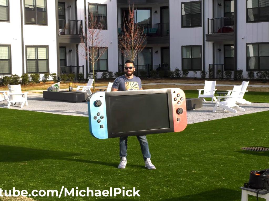 YouTuber Bikin Nintendo Switch Terbesar di Dunia